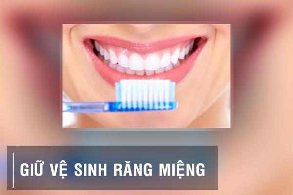 Phòng ngừa nguy cơ sỏi amidan bằng cách vệ sinh răng miệng sạch sẽ