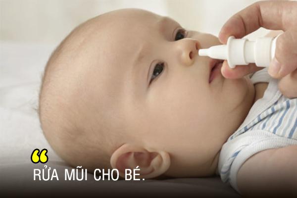Rửa mũi cho bé giúp điều trị sổ mũi hiệu quả